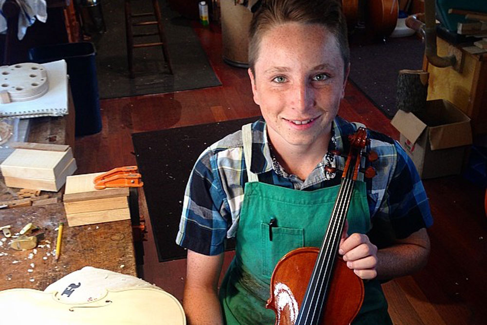 14-year-old becomes a fourth-generation violin craftsman